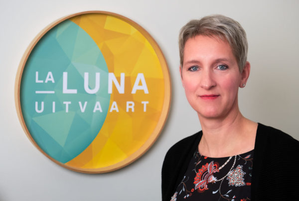 Marieke Wagenaar profielfoto met logo La Luna Uitvaart